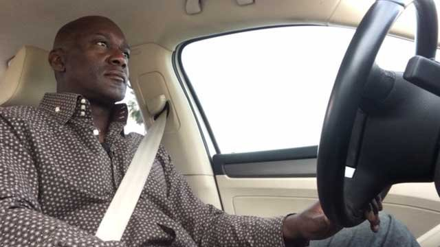 Lyft driver John Young helps passenger buy car from someone off the Internet. (Source: KPHO)